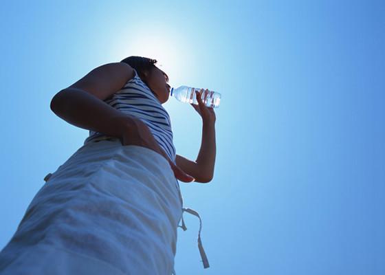 筋トレと水分補給の重要性