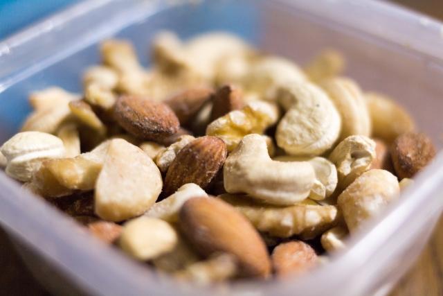 ビタミンEに期待できる3つの効果と摂取する際に注意すべきポイント